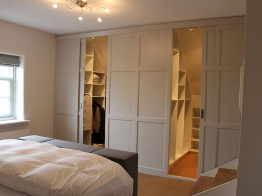 Slaapkamer: Modern, luxe, en met schuine achterwand