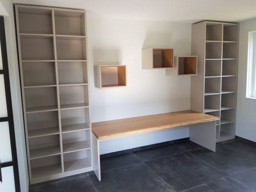 Werkkamer modern met boomstamblad